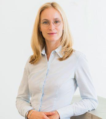 Dr Juliane Finke
